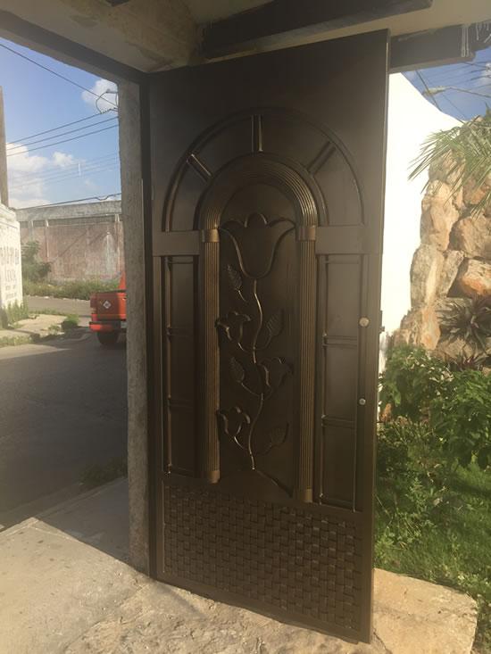 puertas de acero residencial